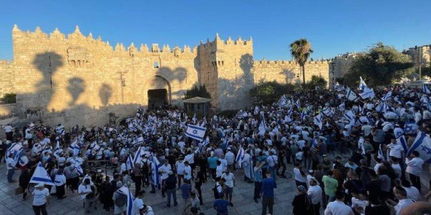 """Aşırı sağcı Yahudilerin """"Bayrak Yürüyüşü"""" olaylı başladı"""