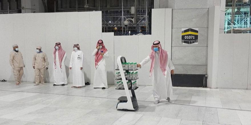 Hacılara zemzem suyunu robotlar dağıtacak
