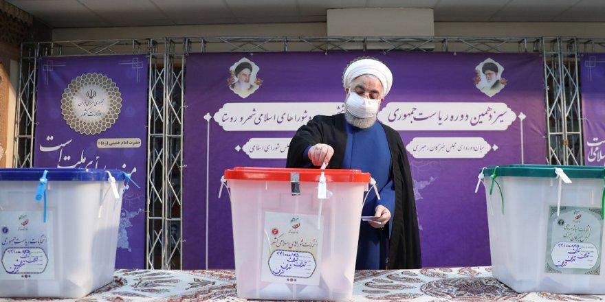 İran Cumhurbaşkanını seçiyor