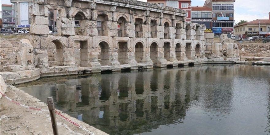 İçerisinde 2 bin yıldır sıcak su akan tarihi hamam ziyarete açılacak