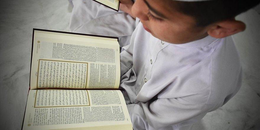 Diyanet talep olan kurumlarda 'D grubu Kur'an kursları' açacak