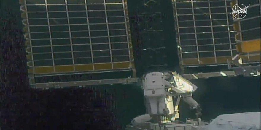 Astronotlar, Uluslararası Uzay İstasyonu'nda güneş panellerinin kurulumu için yürüyüşe çıktı