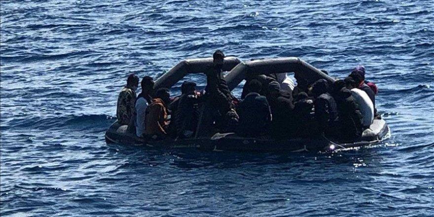 Yunanistan sığınmacılara karşı hukuk ihlallerine yenilerini ekliyor
