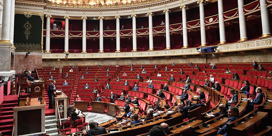 Fransa'da Müslümanları ötekileştiren tasarı yasalaştı
