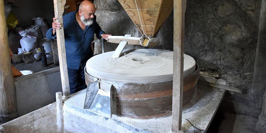 Erzincan'da ata yadigarı su değirmeninin çarkı asırlardır dönüyor: Unda 'karınca ayağı' ölçüsü