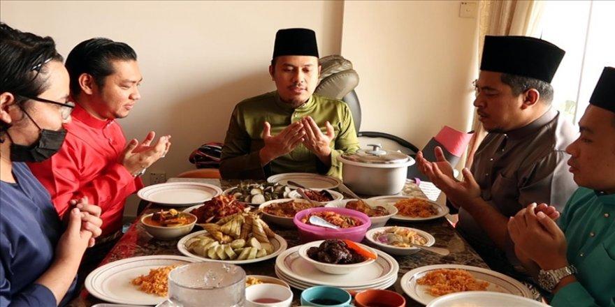 Malezya'da Müslümanlar bayram geleneklerini sürdürüyor