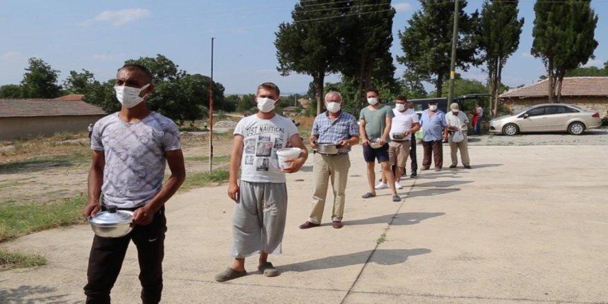 'Köy meydanında kurban eti ikramı' geleneği bir asırdır yaşatılıyor