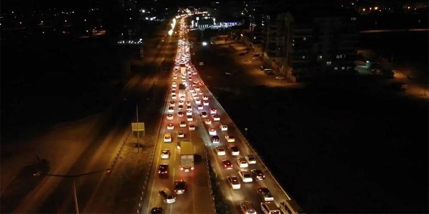 Kırıkkale'de trafik yoğunluğu: Araç kuyruğu 15 kilometreyi buldu