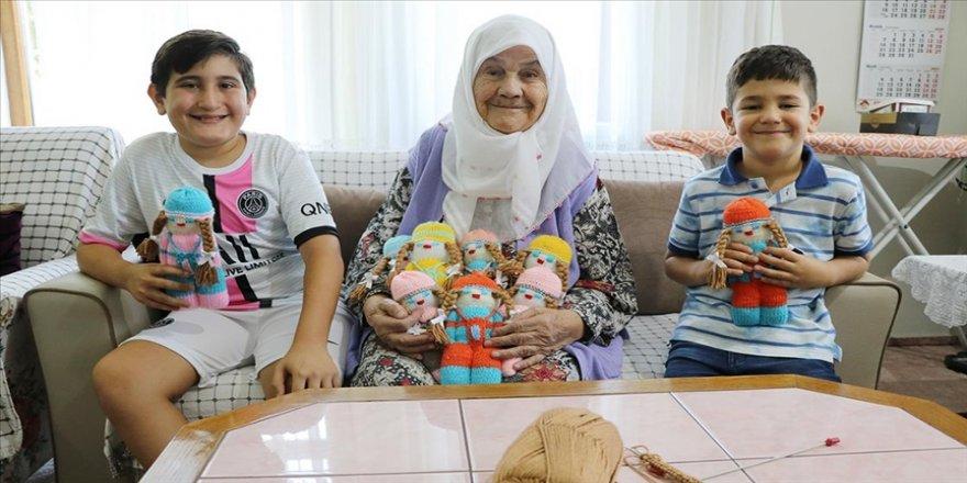 96 yaşındaki 'Sıdıka nine' örgü bebeklerle çocukları sevindiriyor