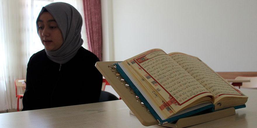 Maşallah! Kur'an-ı Kerim okumayı öğrenmek için gittiği kursta 3 ayda hafız oldu