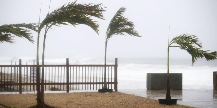 ABD'de Nicholas fırtınası karaya ulaşırken şiddetini artırarak kasırga seviyesine yükseldi