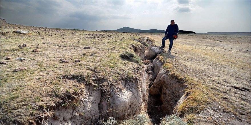 Konya Ovası'ndaki yüzey yarıkları yerleşim yerlerine kadar ulaştı