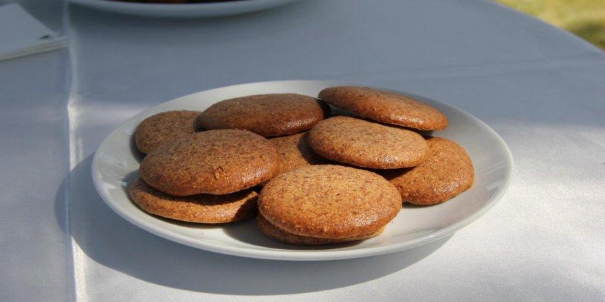 Kayısı çekirdeği ve duttan glütensiz bisküvi