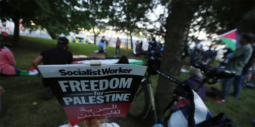 Londra'da Filistin gösterisi... Silah fuarı önünde İsrail'i kınadılar