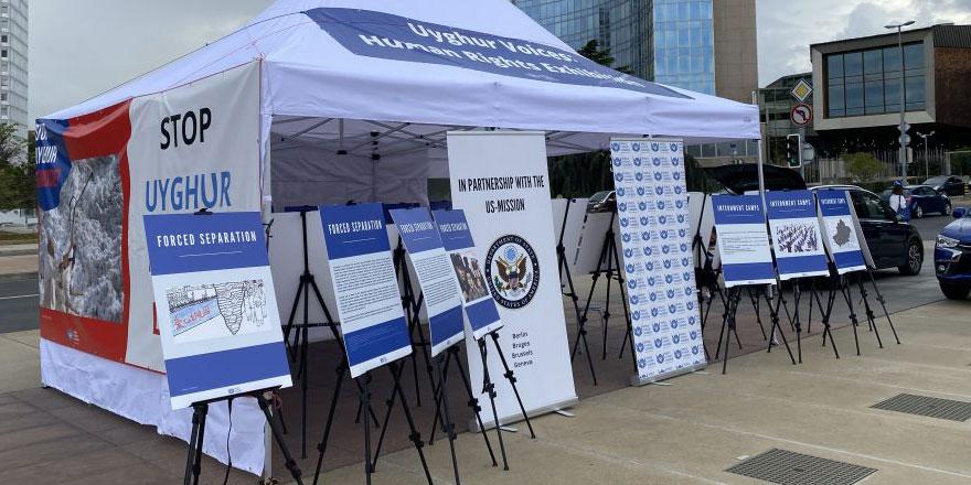 Uygur Türkleri BM önünde fotoğraf sergisi açtı