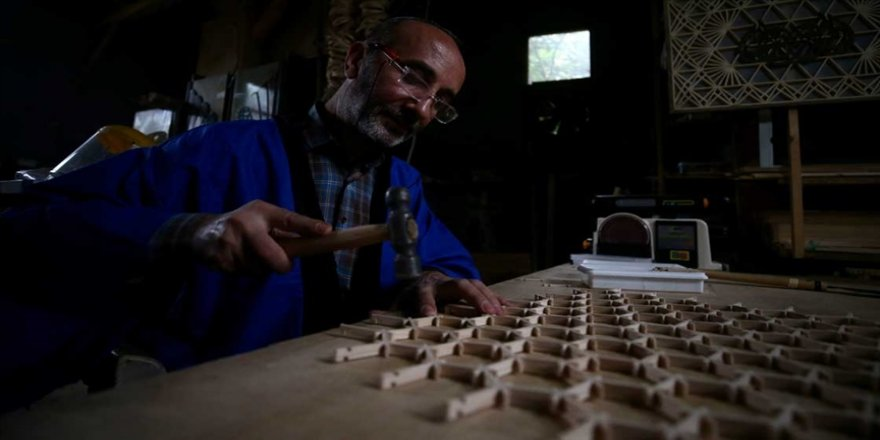 Çivi ve yapıştırıcı kullanılmadan yapılan Japonların kumiko sanatının ustası Hikmet öğretmen