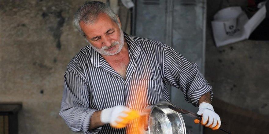 İstanbul'un bakır kap kacaklarının 47 yıllık ustası