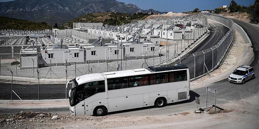 Yunanistan, mültecileri cezaevine benzetilen 'kapalı' kampa yerleştirilmeye başladı