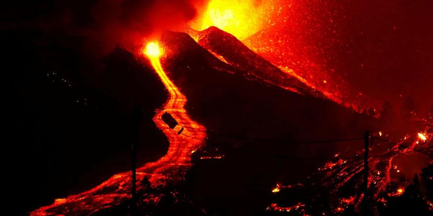 Lavlar 6 metre yüksekliğinde 1100 derece sıcaklıkta nehir gibi akıyor