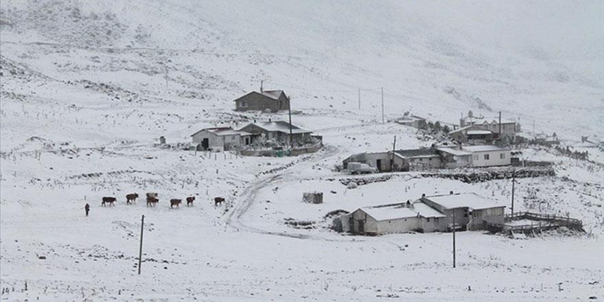 Yüksek köy ve yaylalar beyaz rahmete büründü