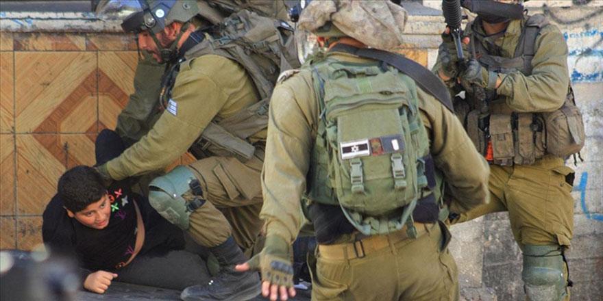İşgalci İsrail askerleri 10 yaşındaki Filistinli çocuğa saldırdı