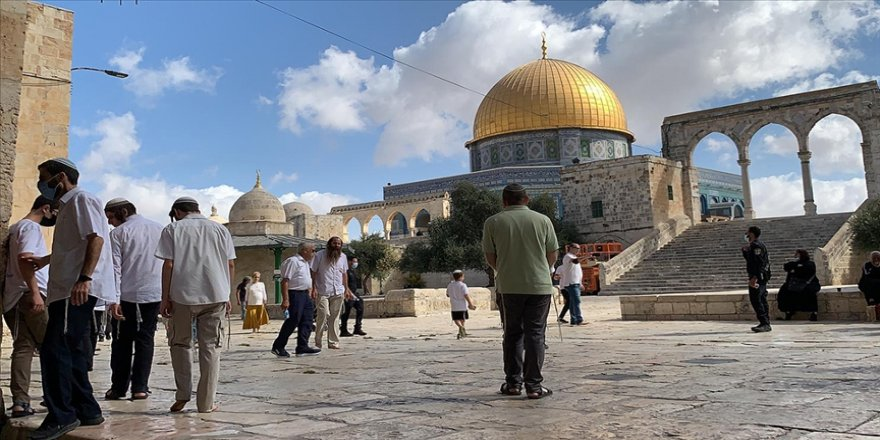 Yüzlerce fanatik Yahudi'den Mescid-i Aksa'ya yine baskın