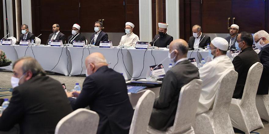 İslam alimleri 'namaz saatlerinde birlik' için toplandı
