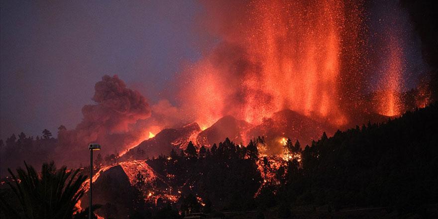 La Palma Adası'nda 19 Eylül'den beri aktif olan yanardağdan lav akışı sürüyor