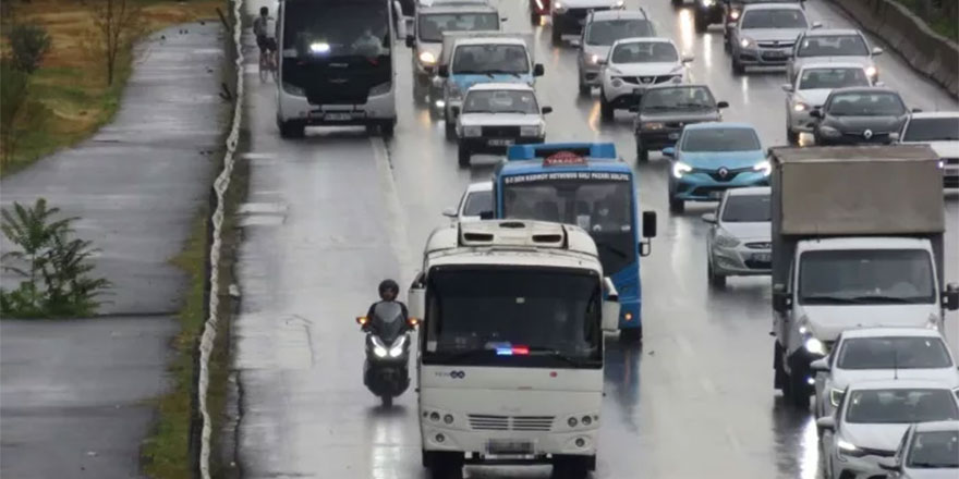 Sosyal medyada tepki yağıyor: Çakarlı minibüsler