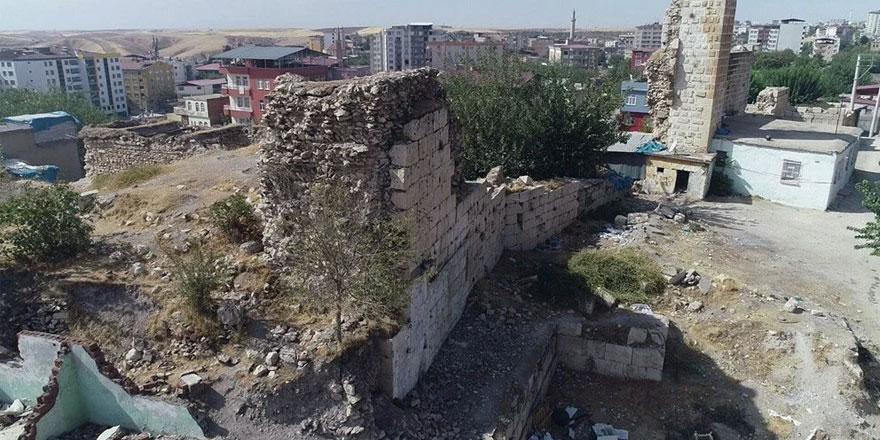 Celaleddin Harzemşah'ın mezarının Silvan'da olduğu tespit edildi