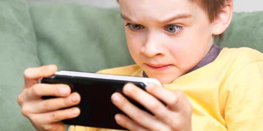 Bir öğretmenin çığlığı: Çocuklarımız telefon ile robota dönüşüyor