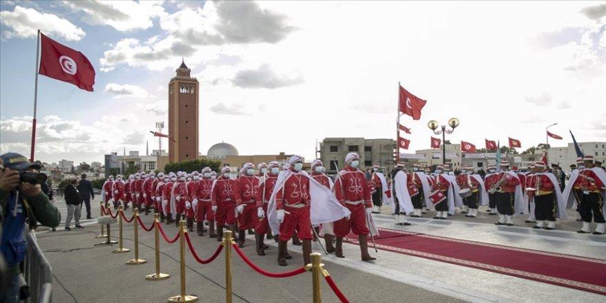 Tunus, işgalci Fransız askerlerinin ülkeden ayrılışının 58. yıl dönümünü törenle kutladı