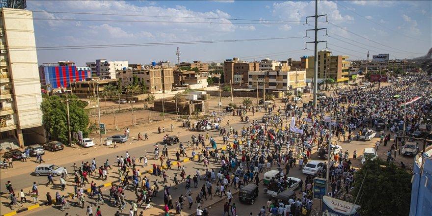 Sudan halkı, askerin yönetimden çekilmesini istedi