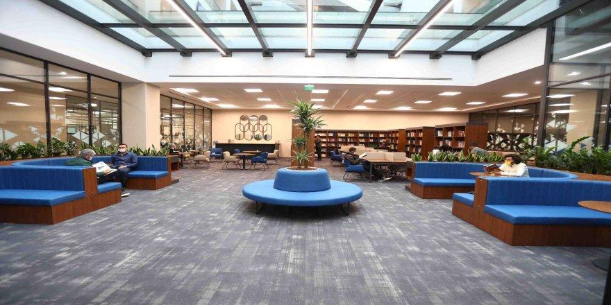 Bağcılar Belediyesi hizmet binasında kütüphane