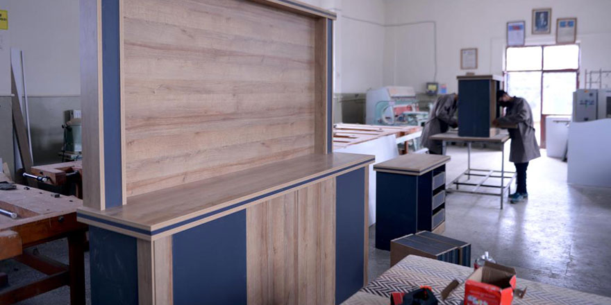 Ardahan'da kurumların mobilyaları meslek lisesinden karşılanıyor
