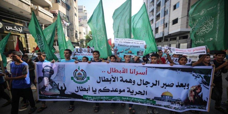 Gazzeli çocuklar İsrail'de tutuklu Filistinliler için gösteri düzenledi