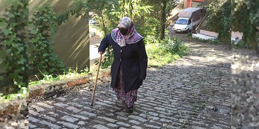 78 yaşındaki Huriye teyze Kur'an öğrenmek için her gün yokuş çıkıyor