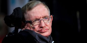 Stephen Hawking'in cesedi yakılacak, külleri Darwin'in yanına gömülecek