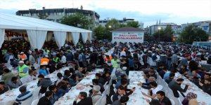Van'da 180 bin kişi iftar sofralarındaydı
