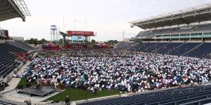 ABD'de 25 bin kişi stadyumda bayram namazı kıldı