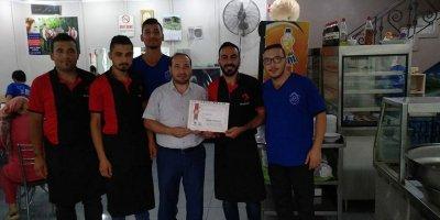 Ramazan'da dükkanı kapatan esnafa tebrik belgesi verildi