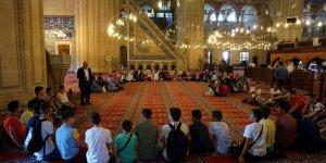 Kur'an öğrenmek için ülke sınırını geçtiler