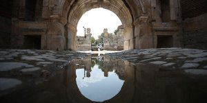 Roma'nın üstüne Bizans, Bizans'ın üstüne Osmanlı yolu