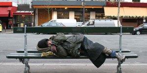 Sokakta yaşamak ve evsizlik suç haline geldi