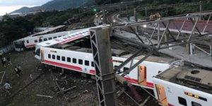 Tayvan'da tren faciasında onlarca kişi öldü