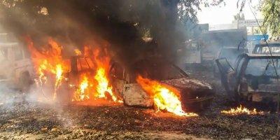 'Tanrımızı kestiler' söylentisi ile Müslümanlara saldırıp ortalığı ateşe verdiler