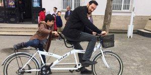 Görme engelli öğrencilerinin bisiklete binme hayalini gerçekleştirdiler