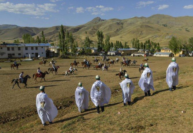 kirgizlarin-renkli-dugun-gelenegi-vanda-yasatiliyor.jpg