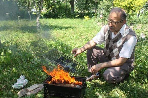 tokatta-yasayan-emekli-ziraat-muhendisi-ilyas-turk66-bankalara-olan-002.jpg