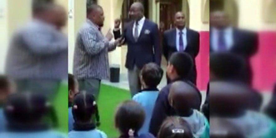 Amerikalı okul müdürü öğrencilerin önünde Müslüman oldu
